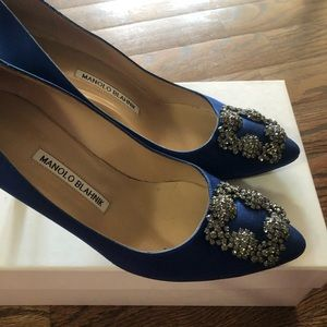 Manolo blahnik hangsi satin blue toe pump